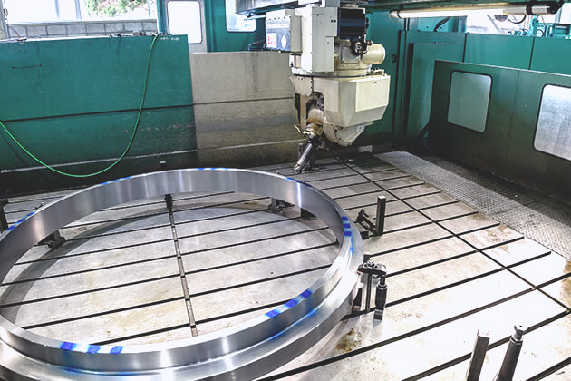 Operating view of 5 axis machine