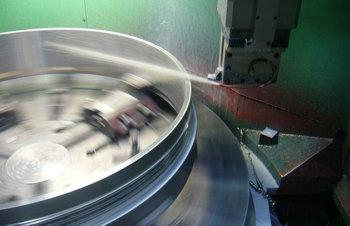 大径ねじ旋削加工技術の開発