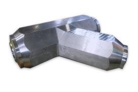ラテラル<br>ボイラの高温・高圧流体の配管に使用される継手。鍛造一体成型ブロックから削り出して製作するため、溶接部がなく、強度および耐久性に優れています。