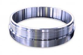 機械式継手<br>建築・土木工事に使用される鋼管杭の接続に使用される継手。溶接が不要で、機械的にパイプを接続できるため、現場の施工時間を大幅に短縮できます。